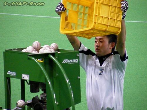 亮太もバント練習に余念がなかったものの、本番では失敗…もっとガンバレ!