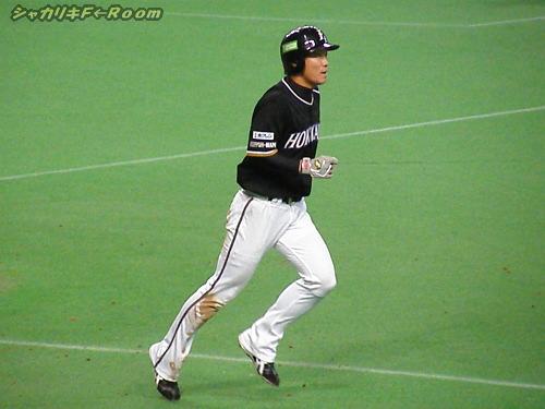 この日のチャンスメーカーだった小田ちゃん…袖が見えないとソフトバンクのユニみたいで嫌~!