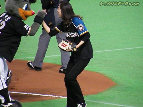 ストライク投球に、小躍りして喜んでいた天海さん。