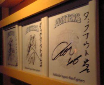 右から稀哲→吉崎→實松のサイン☆
