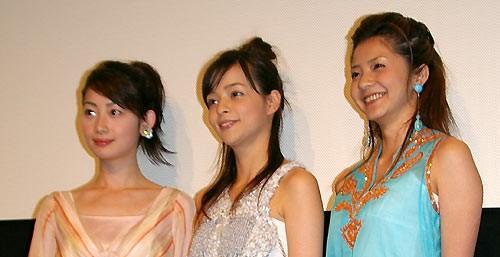 左から肘井美佳、加藤ローサ、松田一沙