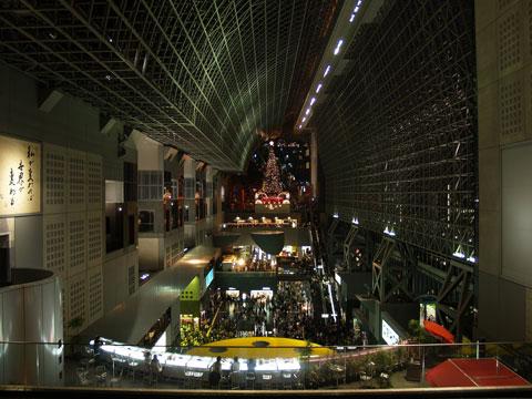 京都駅 その1 ~向こうにあるのはツリーどす~