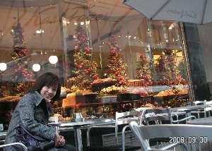 グロの外のカフェ