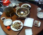 茶色い食卓。