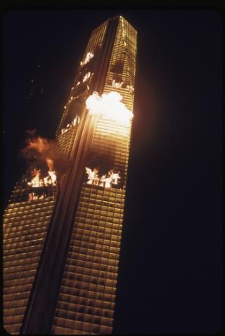 燃え盛るタワー