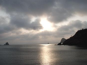 島の夕日・・・趣があります
