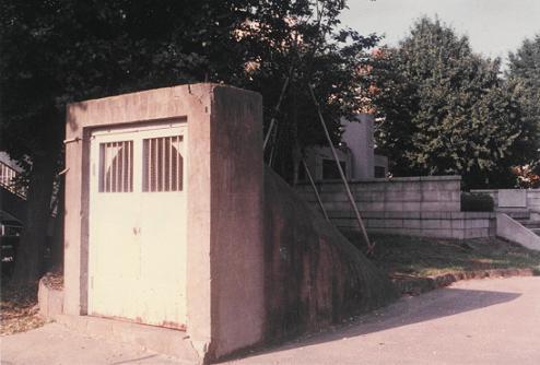 以前の防空壕入口