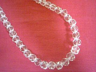 水晶のネックレス。