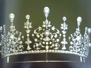 真珠とダイヤモンドのティアラ