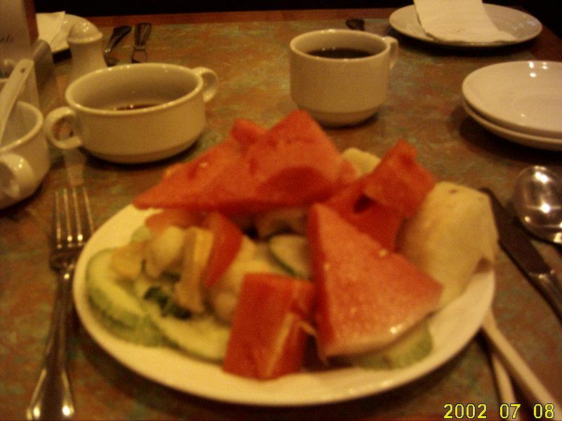 2009.1マレーシア朝食サラダフルーツ
