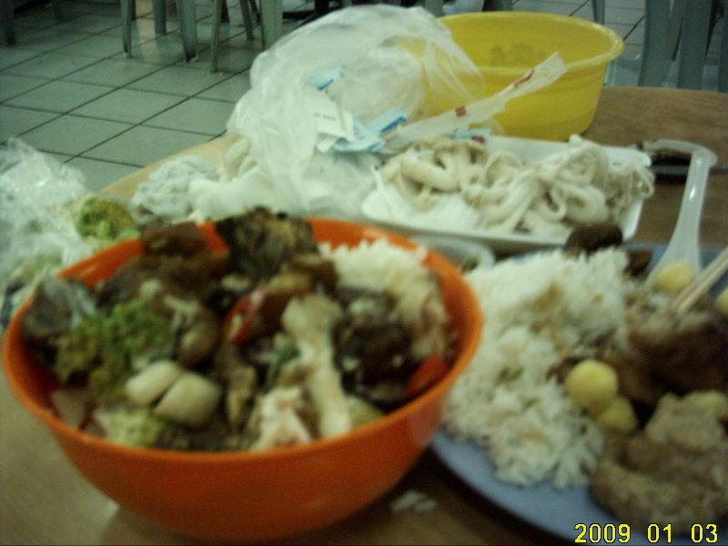 2009.1マレーシア 4日目 チャイナどんぶり デラックス どんぶりに持った感じ