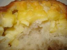 チェダーチーズのパン断面