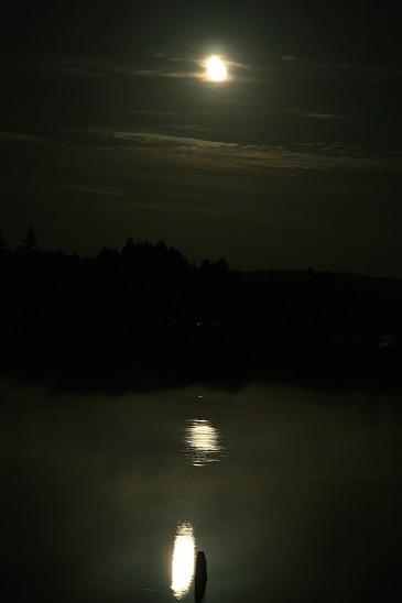 月夜の朱鞠内湖