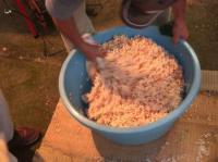飴を加えて「あんたもお米持っちょいでー!作っちゃるでー!」とオイチャン