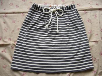 ストライプのスカート