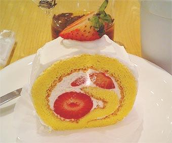 苺と米粉のロールケーキ