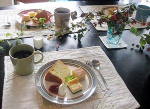 シンプルバニラシフォン・ホワイトチョコレートチーズケーキ・りんごのチーズケーキと コーヒーと♪