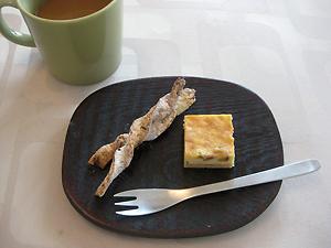 ごまツイストと、ピスタチオ・クランベリーのチーズケーキ。