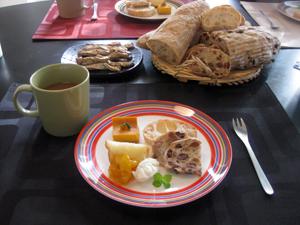 レーズンとクルミたっぷりカンパーニュ・ルーマニアの菓子パン☆ありがとうございました☆