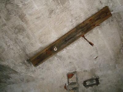 地下壕内天井電気
