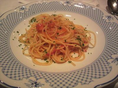 フレッシュトマトとガーリックのスパゲッティーニ