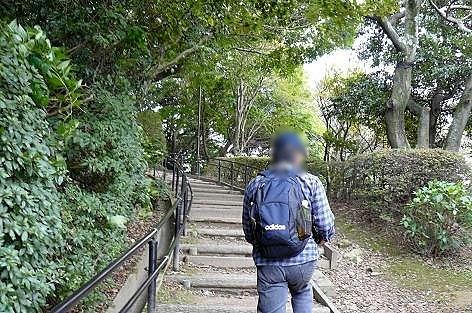 階段で山頂へ♪