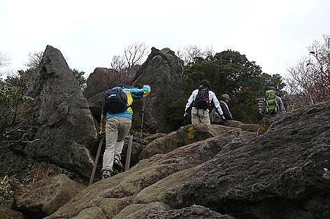 岩も登って戻ります♪