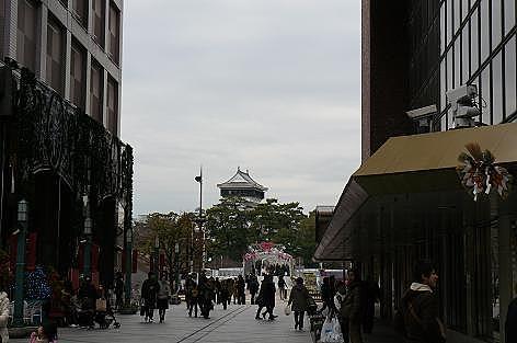 井筒屋前から小倉城を♪