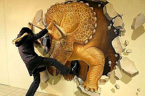 恐竜を止めるトマコ♪