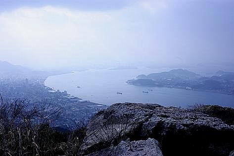 岩場から関門海峡小倉方面を♪