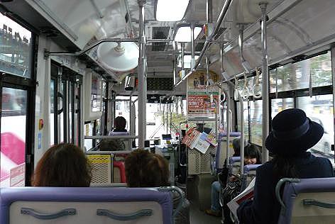 バスで博多駅へ♪