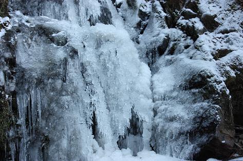 流水が凍って♪