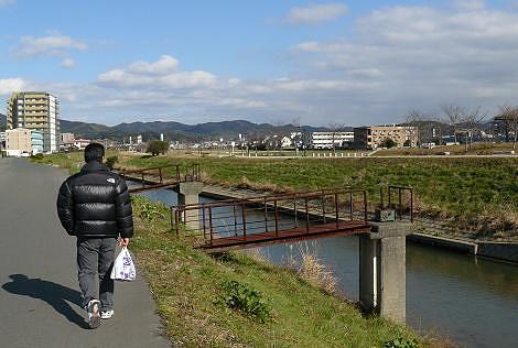 釣川沿いを歩きます♪