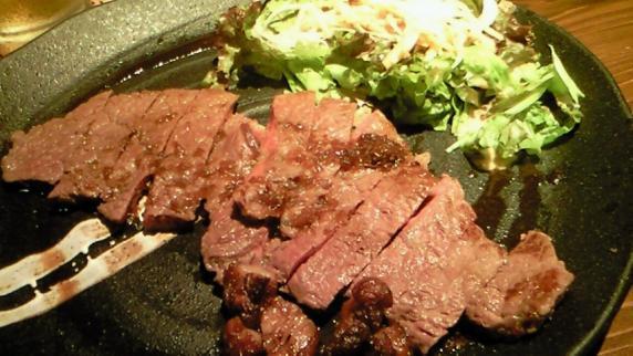皿も冷たく、肉も冷たく