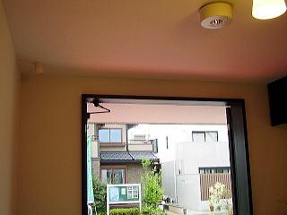 玄関ドアの天井部分