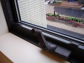 滑り出し窓枠