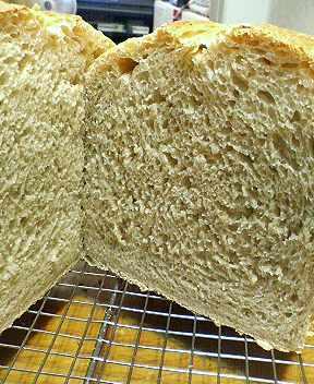 玄米酵母の玄米パン断面