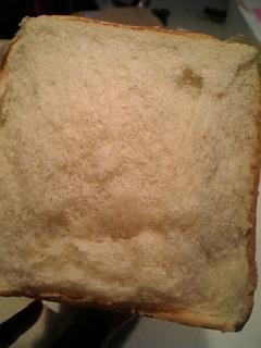 昔の食パン断面