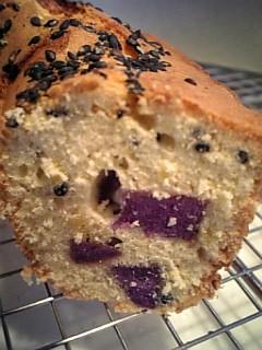 紫芋と胡麻のケーキ断面
