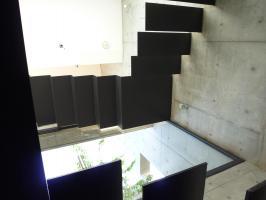 芝5F階段