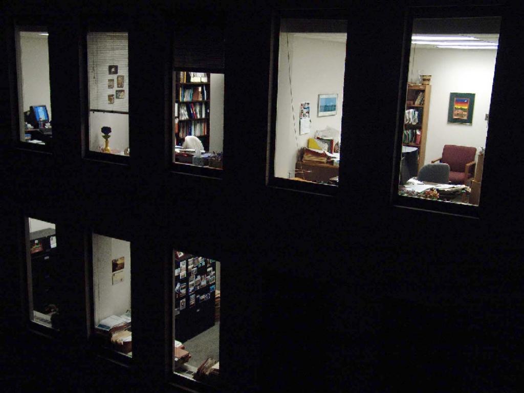 建築物と窓の光