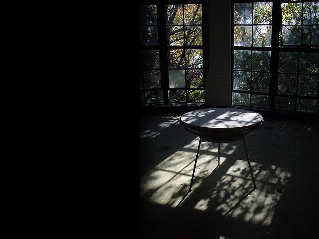 影に差し込む光