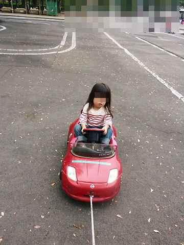 車を運転中
