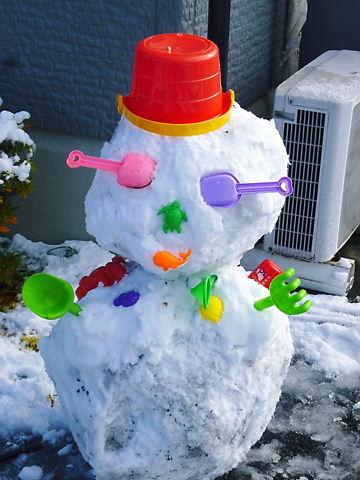 斬新な雪だるま