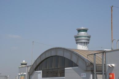 新旧管制塔