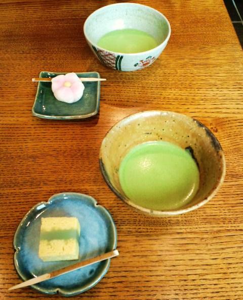 薄茶と生菓子