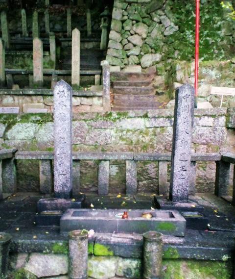 坂本・中岡の墓地