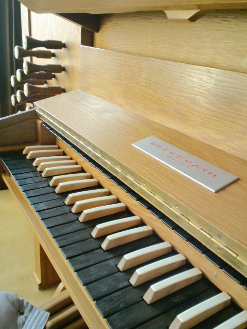 鍵盤が木製
