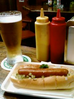 ホットドッグとビール