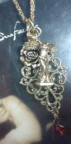 女神ニケーと薔薇のネックレス